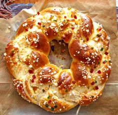 Braids Hair Styles Ideas Sunday morning braided bread a squirrel in my kitchen Cupcake Calories, Sweet Recipes, Healthy Recipes, Braided Bread, Bagel Recipe, Sunday Morning, Smoothie Recipes, Brunch, Baking