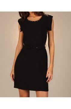 Robe noire courte,simple et élégante, détails strass épaules et col, ceinturée