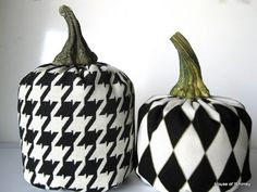 houndstooth pumpkins ROLL TIDE @Gwen Bentley and @Kellee Gilpin I hope you know how much i love you if i'm pinning these for you!