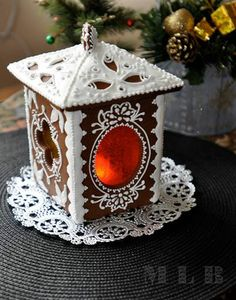Lantern made from Christmas gingerbread cookies Gingerbread House Designs, Christmas Gingerbread House, Noel Christmas, Christmas Goodies, Christmas Treats, Christmas Decorations, Gingerbread Houses, How To Make Gingerbread, Gingerbread Cookies