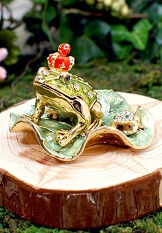 Piearth - 王冠カエル - BRANDS for FRIENDS(ブランズ・フォー・フレンズ)頭の上にちょこんと乗った赤い王冠がとっても可愛い、「カエルの王子様」のジュエリーボックス。