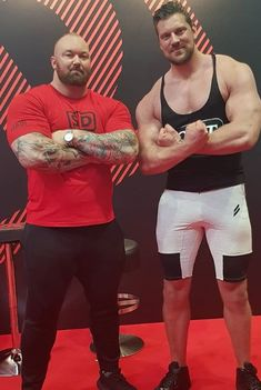 """Olivier Richters (aka """"the Dutch giant"""") standing at makes the Mountain look small. Giant People, Tall People, Powerlifting Men, World's Strongest Man, Sixpack Workout, Actors Male, Epic Cosplay, Tall Guys, Muscle Fitness"""