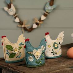chicken felties! Enlarge and would make a cute teapot cozy