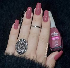 False nails have the advantage of offering a manicure worthy of the most advanced backstage and to hold longer than a simple nail polish. The problem is how to remove them without damaging your nails. Nails Polish, Toe Nails, Perfect Nails, Gorgeous Nails, Stylish Nails, Trendy Nails, Nail Paint Shades, Milky Nails, Mauve Nails