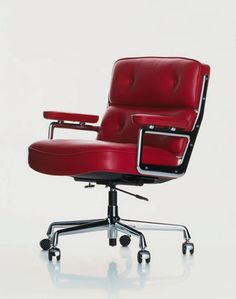 Iconic Lobby Chair ES 104 based on the design by Charles and Ray Eames for The Time Life Building in New York, It has three individual cushions which are joined together with aluminium side frames, This is the office swivel chair.