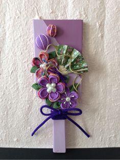 クリックすると新しいウィンドウで開きます Japanese New Year, Japanese Flowers, New Years Decorations, Button Crafts, Flower Crafts, Fabric Flowers, Quilling, Fabric Crafts, Origami