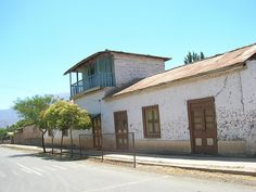 Ex Aduana Chincolco Chile, Explore, Mansions, House Styles, Outdoor Decor, Home Decor, Chili Powder, Chilis, Luxury Houses