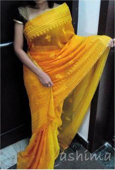 This sari is so pretty!