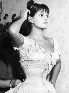 Claudia Cardinale in La viaccia