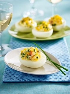 RECIPES / Recipes Stuffed Eggs Recipes: The Easter classic – deviled eggs Party Canapes, Party Snacks, Appetizers For Party, Shrimp Deviled Eggs, Deviled Eggs Recipe, Shrimp Recipes, Veggie Recipes, Cute Food, Yummy Food