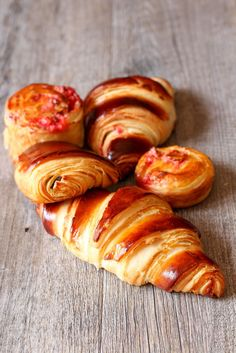 Butter croissants and pains au chocolat (Recipe crisp Ultra) Croissants, Bread And Pastries, Breakfast Recipes, Dessert Recipes, Breakfast Casserole, Good Morning Breakfast, Brioche Bread, Cooking Chef, Turkish Recipes