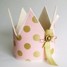 Verjaardagskroon (roze met gouden stippen) voor meisje www.hipkado.nl