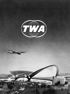 Glorious Photos of TWA Terminal from the Golden Age of Air Travel - Atlas Obscura Retro Airline, Airline Travel, Air Travel, Vintage Airline, Vintage Ads, Travel Ads, Travel Light, Eero Saarinen, 3d Max Tutorial