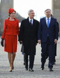 (L-R) Belgium's Queen Mathilde, King Philippe and Berlin Mayor Klaus Wowereit. Welcome of the Belgian royals at Brandenburger Tor in Berlin, 17.02.2014.