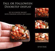 Старый деревенский Хэллоуин падения порога Дисплей - ремесленник полностью ручная работа миниатюрная в 12-м масштабе. С наступлением темноты миниатюры