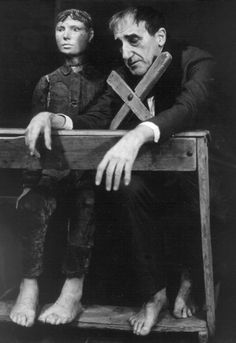 Portraits of Tadeusz Kantor - Image Gallery - Tadeusz Kantor directing The Dead Class in Kraków photographed by Włodzimierz Wasyluk Drama Theatre, Theater, Theatre Practitioners, Scenography Theatre, Critical Theory, Marionette, Puppet Show, Best Vibrators, Heart Art