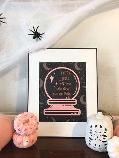 Halloween Bedroom, Pink Halloween, Halloween Inspo, Halloween Poster, Theme Halloween, Halloween House, Scary Halloween, Happy Halloween, Halloween Printable