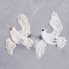 Pigeon 2017 vs pigeon I think that maybe it was good to wait some time to perfect my technique 🤗 . Some Times, Embroidery Art, Pigeon, Cufflinks, Accessories, Wedding Cufflinks, Jewelry Accessories