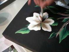 """Dessin et peinture - vidéo 2146 : Une manière intéressante pour réaliser des fleurs à la peinture acrylique ou à l'huile avec la méthode """"one stroke""""."""