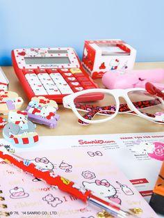#HelloKitty desktop goodies from #Sanrio... get sorted!