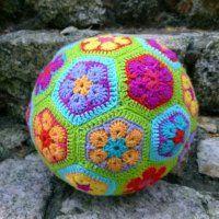 Háčkovaný fotbalový míč