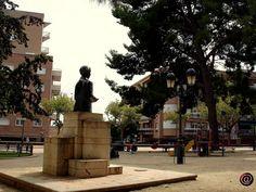 Bust de Narcís Oller, en l'espai d'oci infantil de la plaça del Quarter.