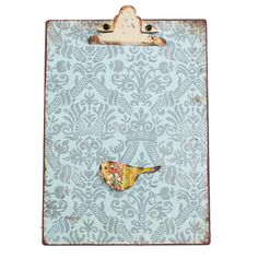 Wall mounted magnetic clip board with dragonfly magnet. Use to mount photos, shopping list,children'sartworks… there are endless ideas. 21cm x 31cm