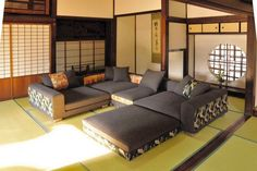 Japanese style living room ideas with modern couch set | Decolover.net