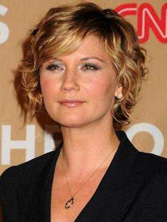 Hairstyles for women over 40 with round faces