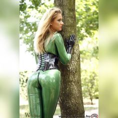 #latexcatsuit #latexcorset #viviannafetish