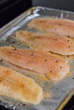 Need a last minutes dinner that's quick and easy? My oven baked quick and easy Swai fish is going to rock your dinner! It's healthy and be ready on your table in less than 30 minutes! Baked Swai, Oven Baked Tilapia, Baked Fish Fillet, Baked Salmon, Fish Recipes Swai, Catfish Recipes, Seafood Recipes, Dinner Recipes, Dinner Ideas