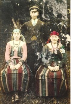Group of people from the gmina (district) of Sanniki, Poland wearing their traditional clothing, From the collections of the Community Centre in Sanniki [source]. Ellis Island Immigrants, Folk Costume, Costumes, Polish Folk Art, Extraordinary People, World Cultures, Folklore, Traditional Outfits, Old Photos