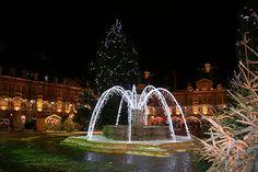 Charleville-Mézières. Dans les Ardennes, la ville de Charleville-Mézières a placé sa place Ducale sous le signe de la fête avec ses illuminations et son marché de Noël.
