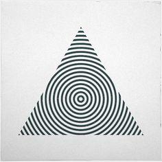 #238 Pyramid – A new minimal geometric composition each day