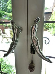 Door Handles Medium - Woman/man Carroll Boyes, Sculpture Art, Sculptures, Africa Art, Kitchen Art, Metal Art, Art Boards, Man, Pewter