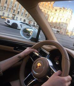 1 5 d a r l i n g Car Images, Car Pictures, Porsche Cayenne Interior, Best Car Interior, New Luxury Cars, Bentley Mulsanne, Lux Cars, Car Goals, Applis Photo