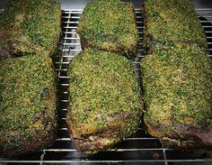 Hausgemachtes Roastbeef mit frischen Kräutern #roastbeef Kraut, Gourmet, Fine Dining, Homemade Bbq Sauce Recipe, Roast Beef