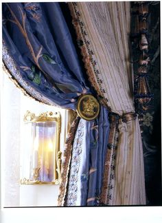 I have never seen before kinds of curtains or drapes put together. Guest room curtains, embroidery by Lesage. From FIFTH AVENUE STYLE by Howard Slatkin Window Drapes, Curtains With Blinds, Window Coverings, Window Treatments, Bay Window, Crazy Quilting, Ideas Decoracion Salon, Decoration, Art Decor