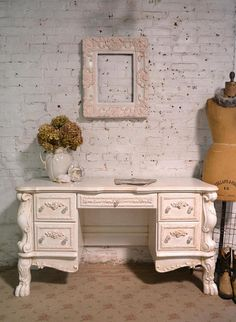 Best Ideas For Wall Design Color Vanities Painted Cottage, Shabby Cottage, Cottage Homes, Cottage Chic, Shabby Chic Vanity, Shabby Chic Style, Shabby Chic Furniture, Interior Design Plants, Interior Design Living Room