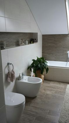 Bathroom tiles in wood look- Badezimmer Fliesen in Holzoptik Bathroom tiles in wood look - Small Bathroom Renovations, Small Toilet, Trendy Home, Bathroom Interior, Design Case, Bathing, Interior Decorating, Wood, Home Decor