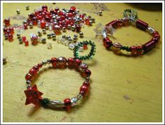 easy wreath ornaments with pipe cleaner & beads
