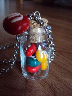 Colier M's dans une fiole par Auxcaprices  Parce que la gourmandise est un joli défaut, surtout quand on la porte!