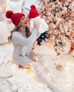 Trendy Baby First Christmas Photography Ideas Babies First Christmas, Christmas Baby, Christmas Cards, Maternity Christmas Card, Winter Christmas, Maternity Christmas Pictures, Baby Christmas Photoshoot, Christmas Christmas, Christmas Ideas