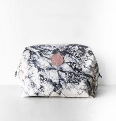 "Kulturbeutel - Kulturbeutel Bügel-Tasche ""MARMOR"", L - ein Designerstück von Manufaktur-Nicola-Marisa bei DaWanda Designer, Etsy, Dopp Kit, Marble, Bags"