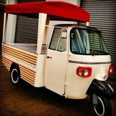 Piaggio Ape Conversions - Piaggio Ape by Tukxi Mobile Coffee Cart, Mobile Food Cart, Mobile Coffee Shop, Mobile Bar, Food Cart Design, Food Truck Design, Scooter Drawing, Prosecco Van, Scooter Storage