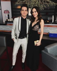 Aww Sarah looks beautiful Brendon Urie, Emo Bands, Music Bands, Rock Bands, Sarah Smiles, Indie, Grammy Nominees, The Wombats, What Is Social