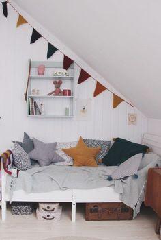 6 Cute Attic Rooms - Ideas and Photos http://petitandsmall.com/attic-rooms-ideas-photos/ #kidsroom #kidsinterior #kidsroomdecor