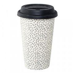 Wenn's morgens mal wieder schnell gehen muss: einfach den Kaffee in den To Go Becher von Bloomingville umfüllen und schon kann es stilvoll und mit dem liebsten Energiegetränk in der Hand losgehen.
