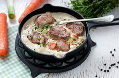 Herkullisen ruoan valmistus voi olla myös nopeaa. Mureasta porsaan sisäfileestä valmistat helposti  upean aterian arkipäivänäkin. Kokeile ja nauti! Porsaanfileetä herkkutatti-timjamikastikkeessa #mutkatsuoriksi