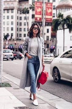 We show you how and what to wear with your grey coat. This winter grey is the new black and there are a thousand ways to style it.